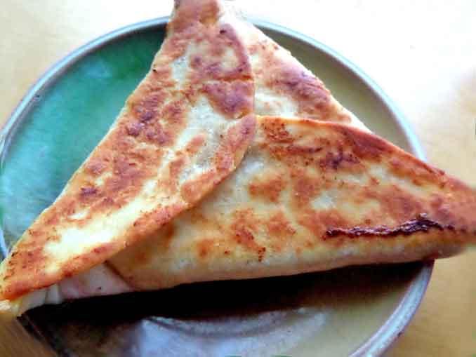 Рецепт простой и вкусной закуски из лаваша