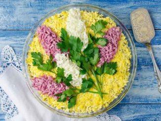 Оригинальные идеи оформления и рецепты салатов на 8 Марта