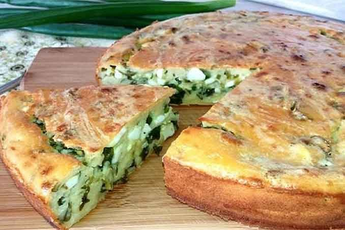 Как приготовить пирог на кефире с луком и яйцом