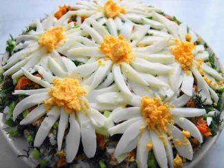 Как приготовить красивый слоеный салат Ромашка