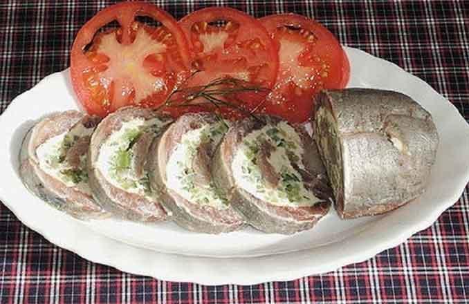 Рулетики из селедки: оригинальная закуска на праздничный стол