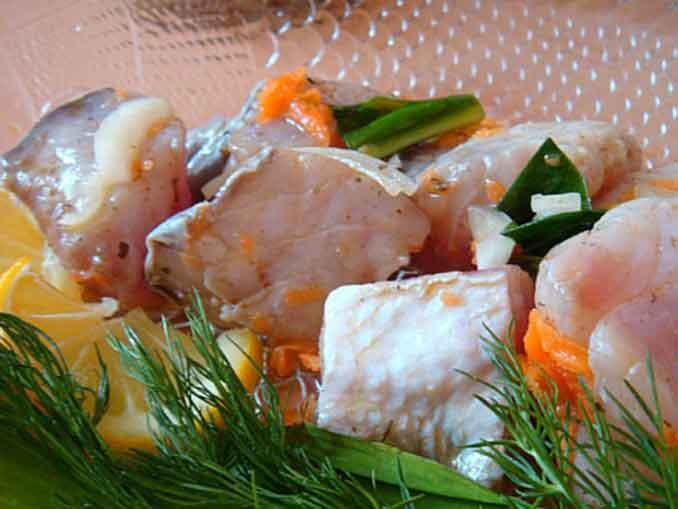 Маринованный толстолобик: отличная закуска на праздничный стол