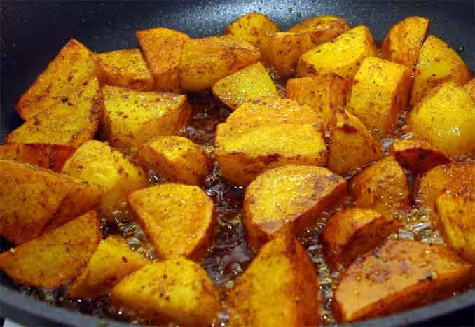 Жарим картошечку c румяной корочкой: простые секреты любимого блюда!