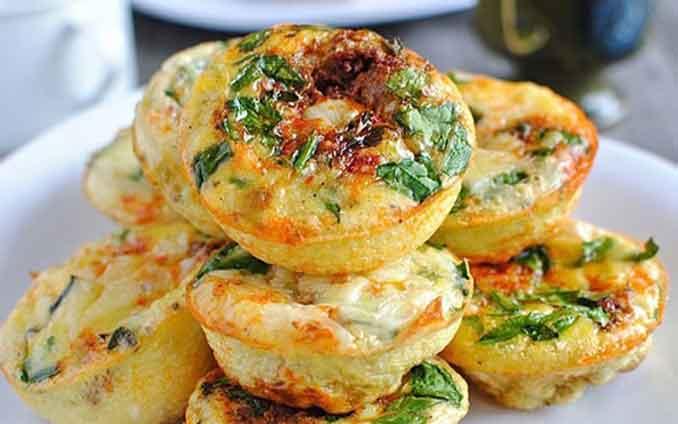 Закусочные маффины из творога с сыром