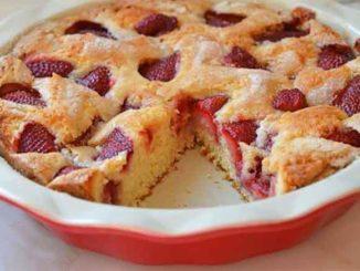 Как испечь ягодный пирог на кефире