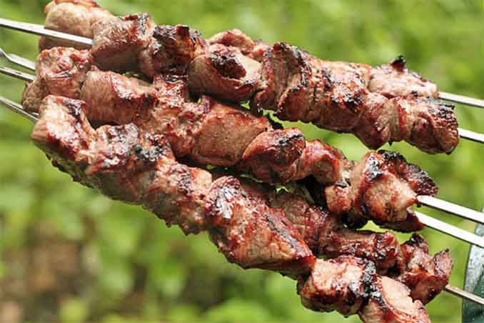 Как замариновать мясо на шашлыки