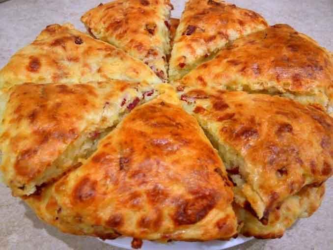 Сконы с сыром и колбасой: от такого перекуса еще никто не смог отказаться