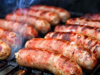 Как приготовить домашние колбаски для гриля