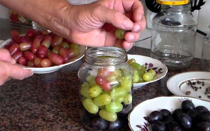 Как приготовить маринованный виноград