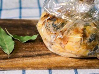 Как вкусно запечь картошку с грибами в рукаве