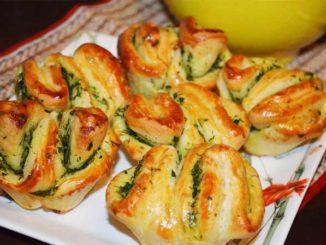 Быстрые ароматные булочки с чесноком и зеленью