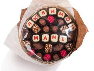 Букеты из конфет - лучший подарок сладкоежкам