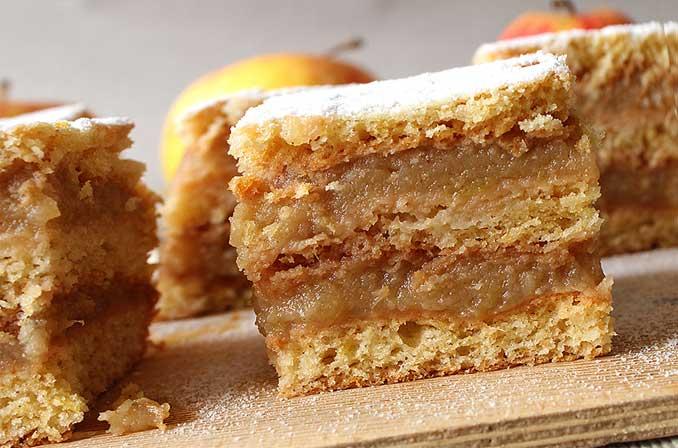 Готовим пирог с прослойкой из яблочного пюре