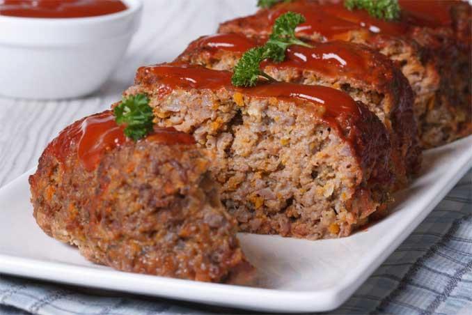 Мясной хлеб с морковью хорош с гарниром, а также на бутерброды