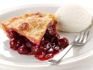 Постный пирог с замороженной вишней: и удовольствие и польза!